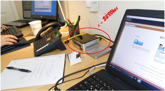Minimaler Platzbedarf. Die BÜRObox passt auf oder unter jeden Schreibtisch ...