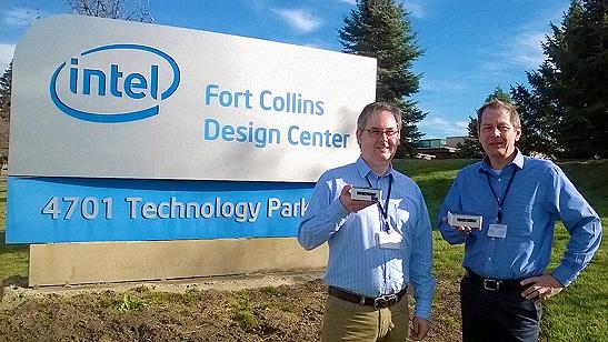 Die Geschäftsführer Marc-Philip und Christian Steppat (v. l. n. r.) präsentieren die innovative Serverlösung der nächsten Generation für kleine und mittlere Unternehmen.