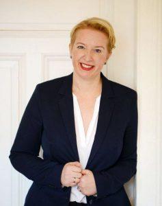 Ihre Dozentin: Ilse Kuhn – langjährige Beraterin, Trainerin in KMU sowie DAX-Unternehmen. Heute Leiterin der Organisations- und Personalentwicklung, Qualifizierung.